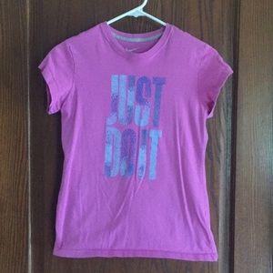 Tops - Nike T-shirt